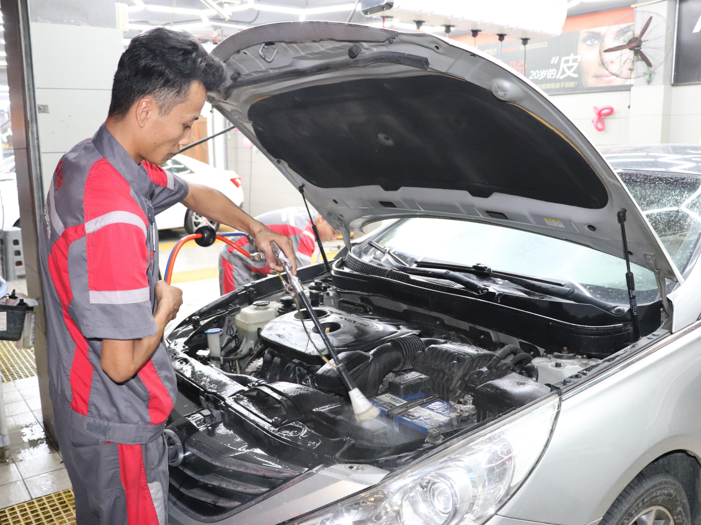 汽车发动机噪音大?该清洗发动机积碳了