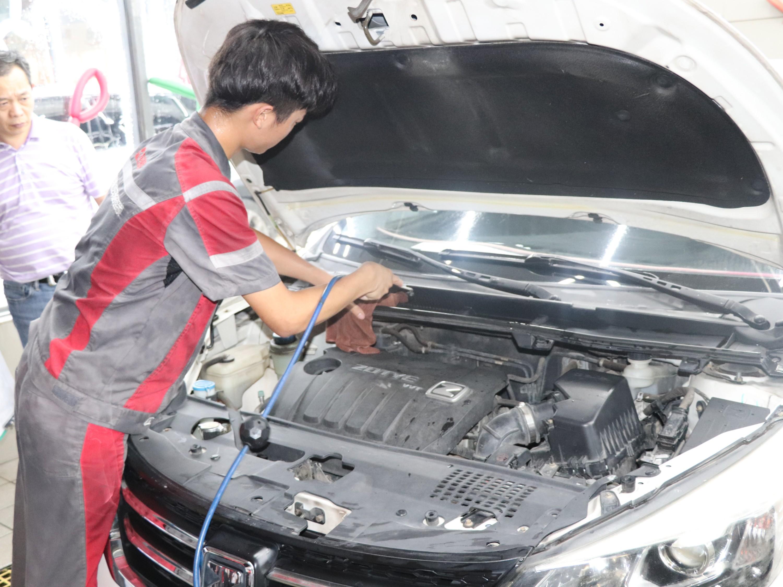 如何判断汽车烧机油,如何解决烧机油?